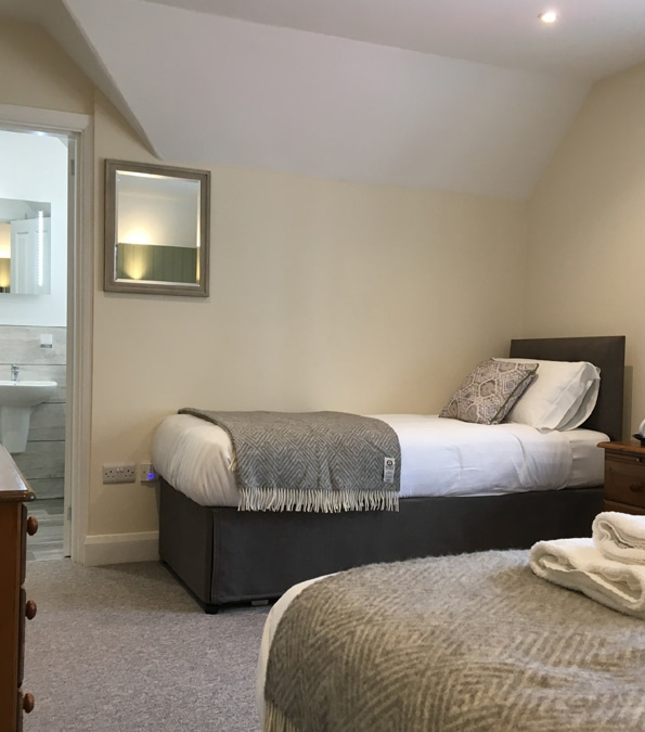 Durant-room-2-single-bed